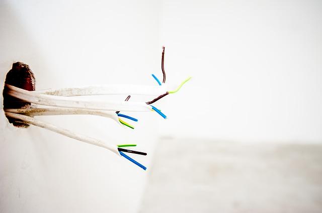 Cables Electric Wall Electricity - jarmoluk / Pixabay